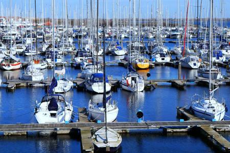 Prístav s loďami