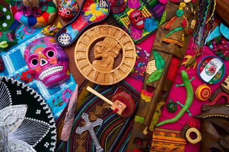 Mezcla de souvenirs de artesanía maya