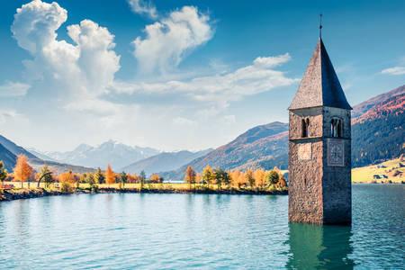 Zatopiona wieża kościoła nad jeziorem Rezia