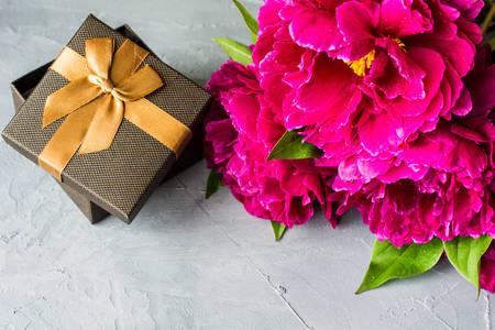 Kytica pivonky a darček