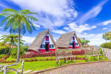 Háromszög alakú házak Santanában