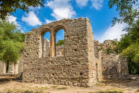 Руїни базиліки в Бутринті