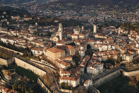 Grad Bergamo iz ptičje perspektive