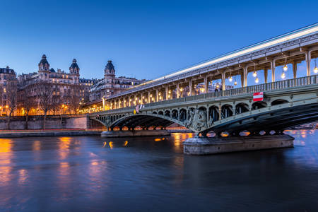 Bir Hakeim bridge