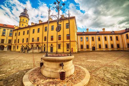 Nádvorie hradu Nesvizh