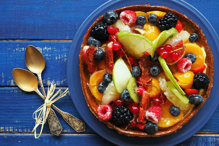 Fruit and berry pie