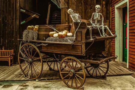 Vecchio carro con due scheletri