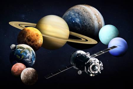 Gezegenlerin arka planında uydu