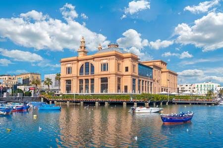 Vista del Teatro Margherita de Bari
