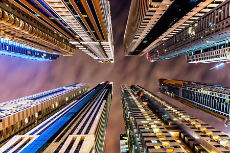 Zgârie-nori în Dubai noaptea