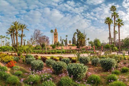 Vista del jardín y la mezquita de Al-Koutoubiya