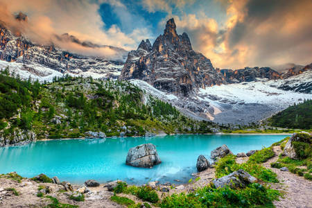 Lake Sorapis in the Dolomites
