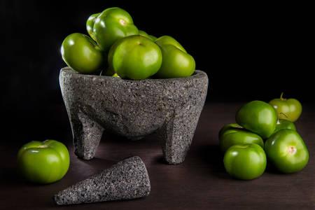 Légume Physalis dans un mortier en pierre