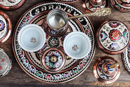 Ručno pravljena keramika sa suvenirima