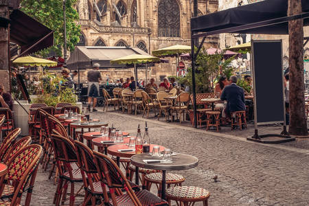 Άνετα καφέ στους δρόμους του Παρισιού