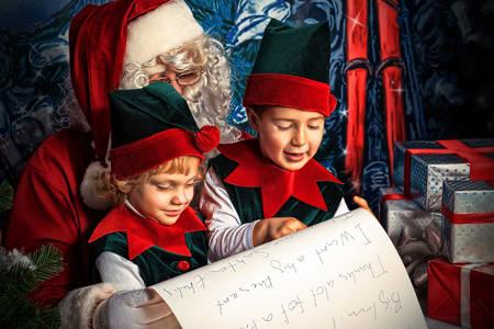 Weihnachtsmann und Elfen