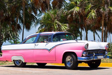 Růžový kabriolet