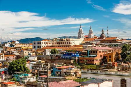 Vue sur les vieux quartiers de Santiago de Cuba