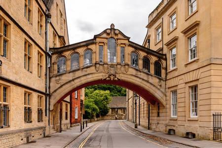 Ahlar Köprüsü, Oxford