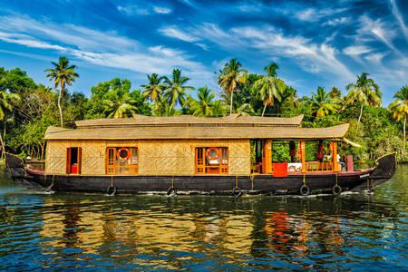 Čamac u zadnjem talasu Kerale