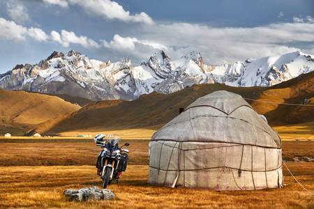 Yurt in een bergdal