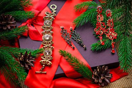 Κοσμήματα για τα Χριστούγεννα