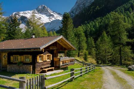 Casa di legno in montagna