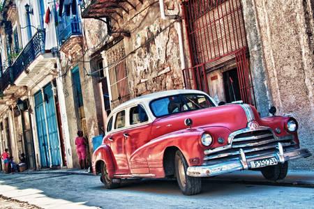 Carro velho nas ruas de Havana