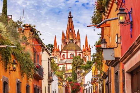 Vedere a bisericii din San Miguel de Allende